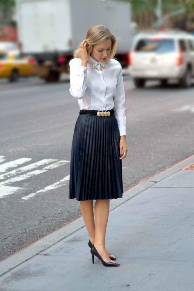 Work wear outfit | White shirt | Pleated skirt | Black skinny belt | Office style