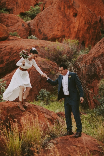 97911-camilla-charls-country-outback-elopement-by-ben-adams-400x600